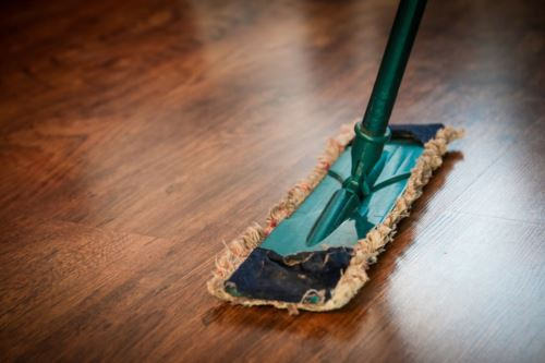 Cleaning dust in house